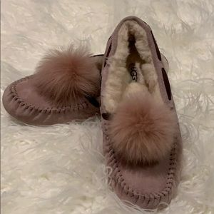 UGG CLOSED SLIPPERS!